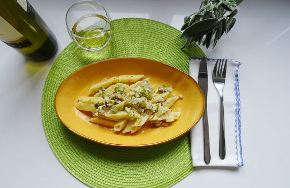 Penne Triangolo Cuomo with asparagus tips and sardines