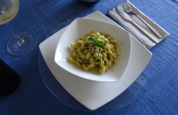 Napoletan Fusilli with erbs and lime